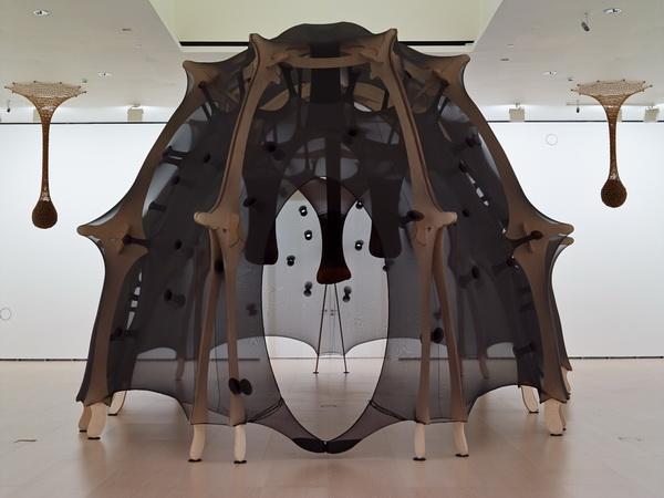 """""""El cuerpo que me lleva"""", de Ernesto Neto, en el Museo Guggenheim Bilbao"""