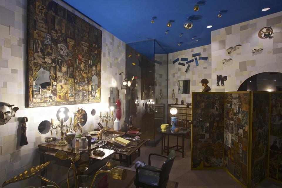Las ideas y objetos de Ramón, expuestos en el Museo de Arte Contemporáneo de Madrid