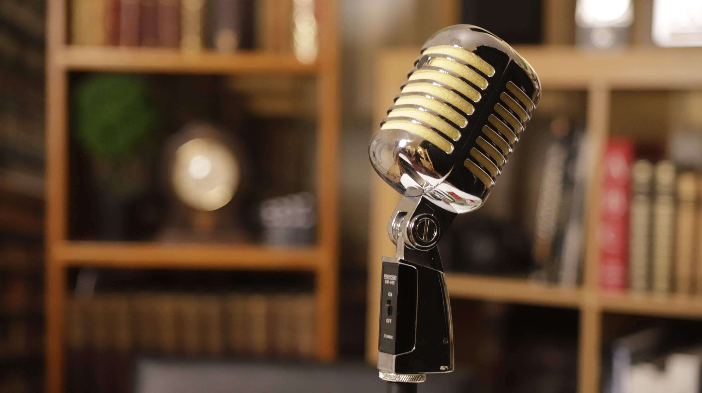 Professional Spanish voice-over: book online here
